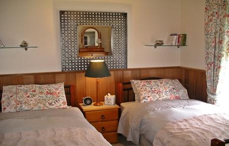 Bedroom-IMPG1992.JPG