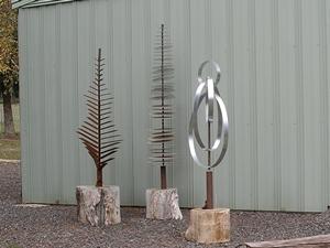 MetalArtTrees-P0787cw.JPG